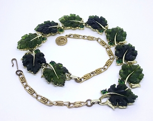 Lisner Emerald Green Thermoset Oak Leaf Gold Tone Necklace