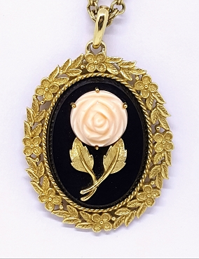 Avon 1973 Serena Rose Mirror Pendant Necklace